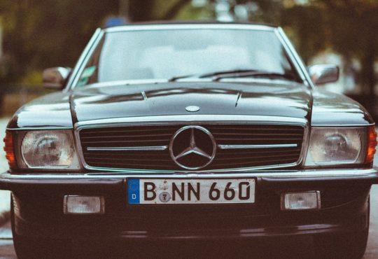 Auto mit Nummernschild