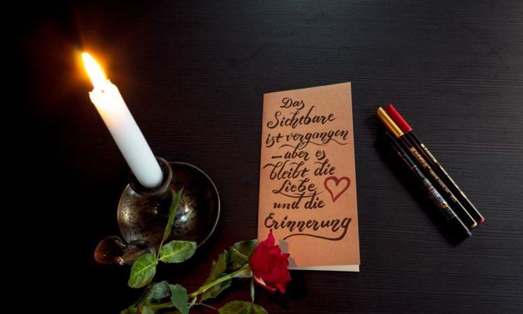 Viele Trauernde fragen sich: Was schreibt man in eine Beileidskarte wenn sich jemand das Leben genommen hat